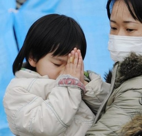 Japanese girl prays with her mother